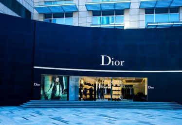 LVMH to acquire 100% of Christian Dior